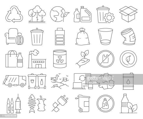 illustrations, cliparts, dessins animés et icônes de ensemble simple d'icônes de ligne vectorielle connexes de recyclage. collection de symboles de contour. accident vasculaire cérébral modifiable - poubelle