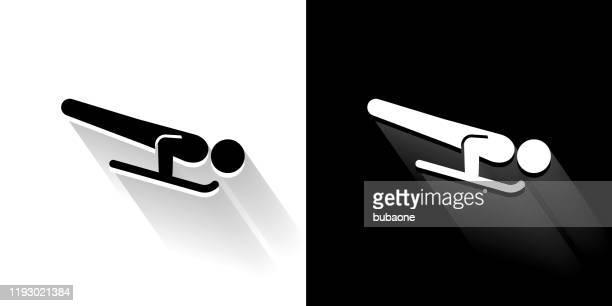 skelett schlitten schwarz und weiß icon mit langen schatten - skeleton wintersport stock-grafiken, -clipart, -cartoons und -symbole