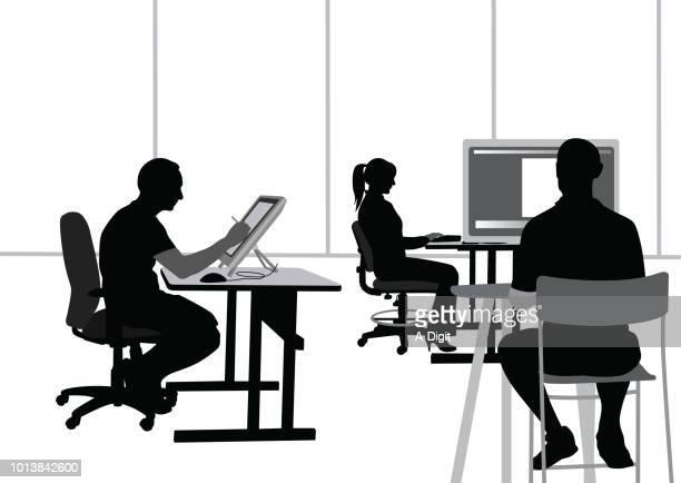 kleine computer-entwickler-firma - programmierer stock-grafiken, -clipart, -cartoons und -symbole