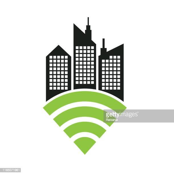 illustrazioni stock, clip art, cartoni animati e icone di tendenza di smart city - città intelligente