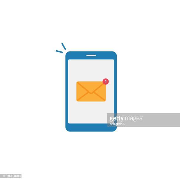 ilustraciones, imágenes clip art, dibujos animados e iconos de stock de smartphone y mensaje de notificación de diseño plano. - mensaje de texto