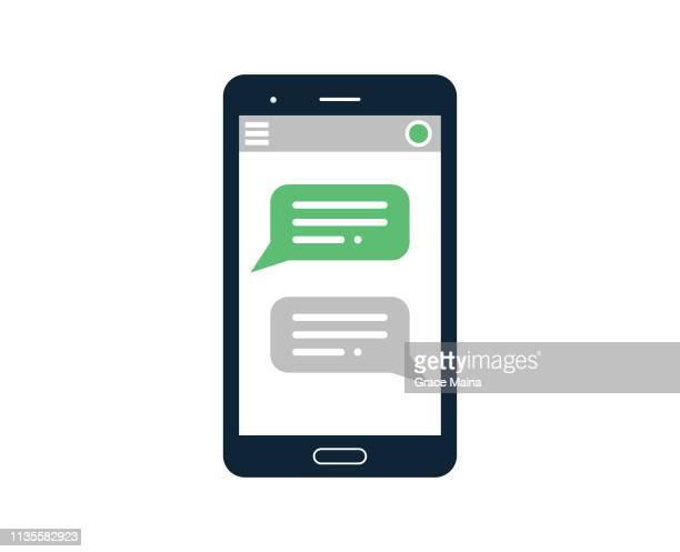 ilustrações, clipart, desenhos animados e ícones de smartphone com mensagens de texto chat online - telefone celular