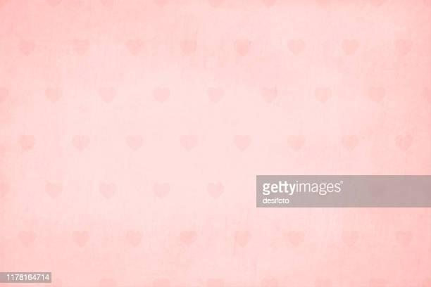 illustrazioni stock, clip art, cartoni animati e icone di tendenza di morbido motivo orizzontale di colore rosa chiaro su un motivo semi senza cuciture (il motivo dei cuori è senza cuciture mentre la trama grunge non è senza soluzione di continuità) di piccoli cuoricini, su illustrazione vettoriale di sfondo sfumato. - rosa pallido