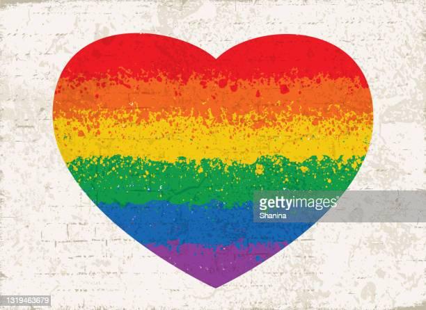 壁の質感に虹の旗のハートの形をペイントスプラッター - lgbtqiプライドイベント点のイラスト素材/クリップアート素材/マンガ素材/アイコン素材