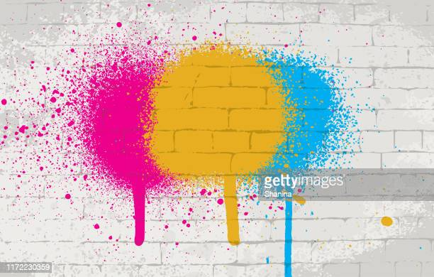 illustrazioni stock, clip art, cartoni animati e icone di tendenza di spray paint on wall texture background - graffiti