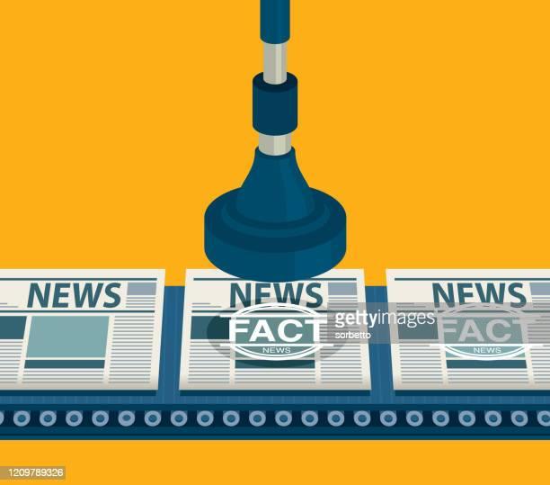 ilustrações, clipart, desenhos animados e ícones de carimbo de fato carimbando - fake news