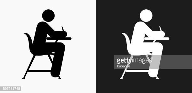 ilustrações, clipart, desenhos animados e ícones de estudando na escola secretária ícone em preto e branco vector backgrounds - clip art