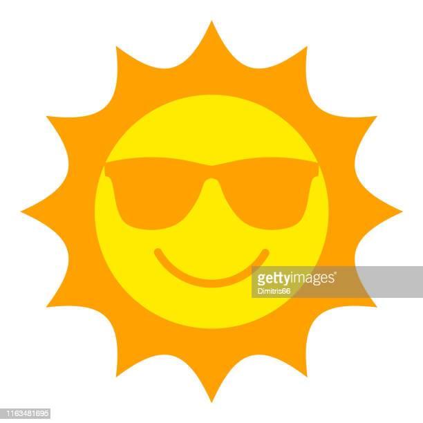sonne mit sonnenbrille lächelnde ikone - sonne stock-grafiken, -clipart, -cartoons und -symbole