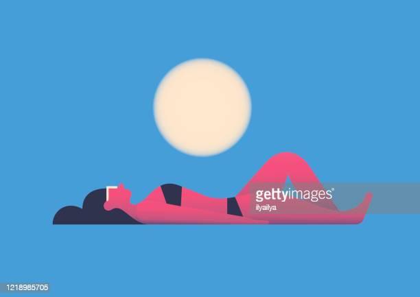 illustrations, cliparts, dessins animés et icônes de femme de bain de soleil - bain de soleil