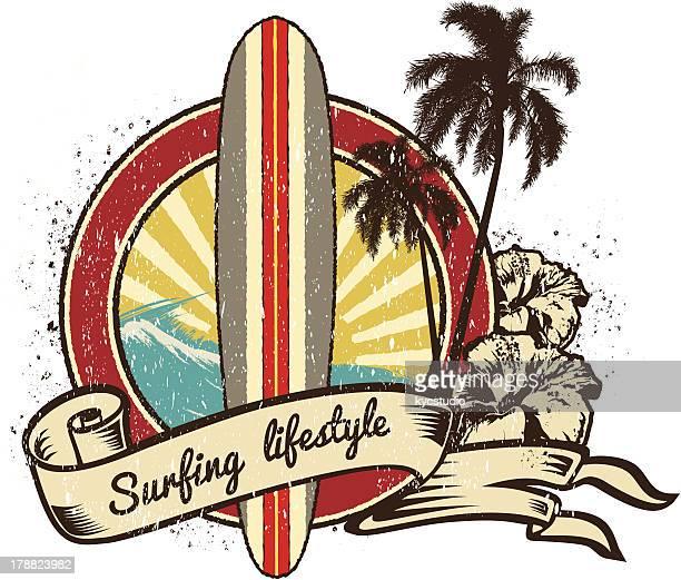 ilustraciones, imágenes clip art, dibujos animados e iconos de stock de estilo de vida emblema de retro surf - tabla de surf