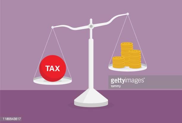 ilustraciones, imágenes clip art, dibujos animados e iconos de stock de carga fiscal y una pila de monedas en la escala - impuestosobrelarenta