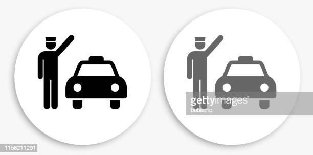 ilustraciones, imágenes clip art, dibujos animados e iconos de stock de taxi & driver icono redondo blanco y negro - taxista