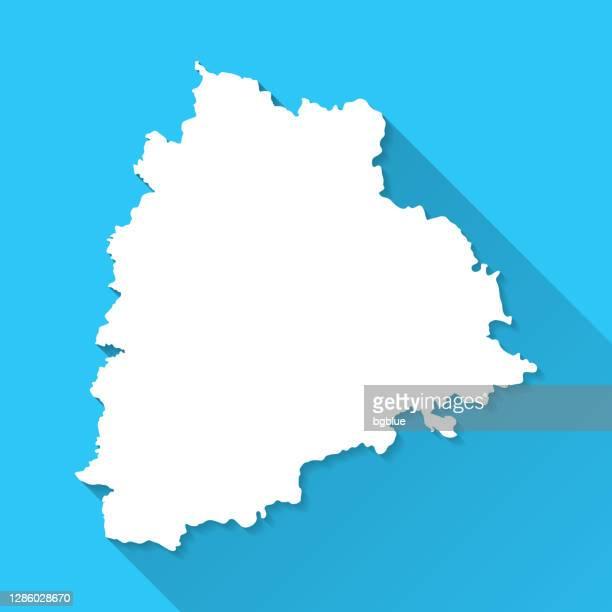 青の背景に長い影を持つテランガナマップ - フラットデザイン - テランガナ州点のイラスト素材/クリップアート素材/マンガ素材/アイコン素材