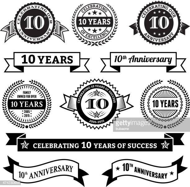 10 周年記念のベクトルバッジセットロイヤリティフリーのベクトルの背景