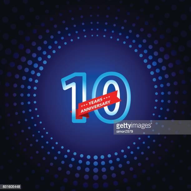 青い色の背景を持つ 10 年周年記念アイコン