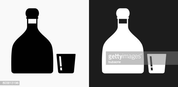 ilustrações, clipart, desenhos animados e ícones de ícone de tequila em preto e branco vector backgrounds - tequila drink
