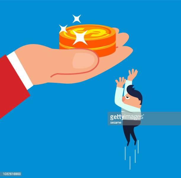 De zakenman sprong tot vangst de gouden in de handen van de reus munten