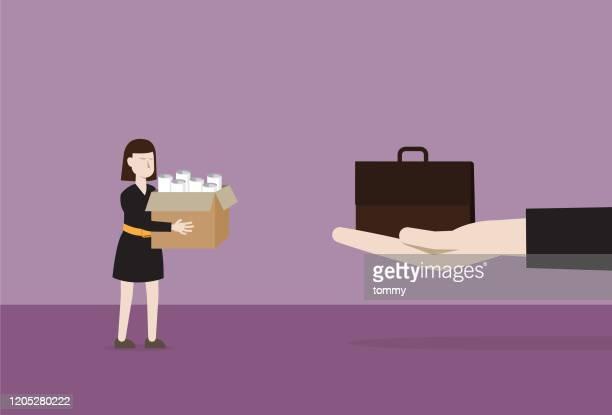 der manager gibt eine aktentasche an arbeitslose für einen neuen job - umschulung stock-grafiken, -clipart, -cartoons und -symbole