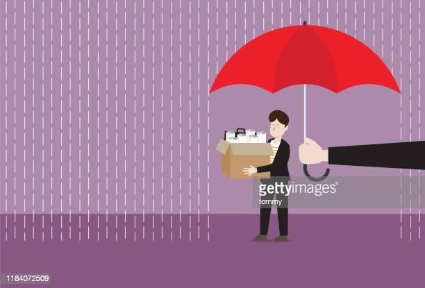 der manager mit dem regenschirm schützt den geschäftsmann vor dem regen - umschulung stock-grafiken, -clipart, -cartoons und -symbole