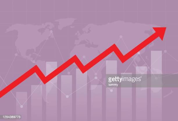 der rote pfeil bewegt sich über ein balkendiagramm und eine weltkarte nach oben - kapitalrendite stock-grafiken, -clipart, -cartoons und -symbole