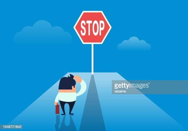 illustrations, cliparts, dessins animés et icônes de la route devant l'homme d'affaires est bloquée par le signe interdit - panneau sens interdit