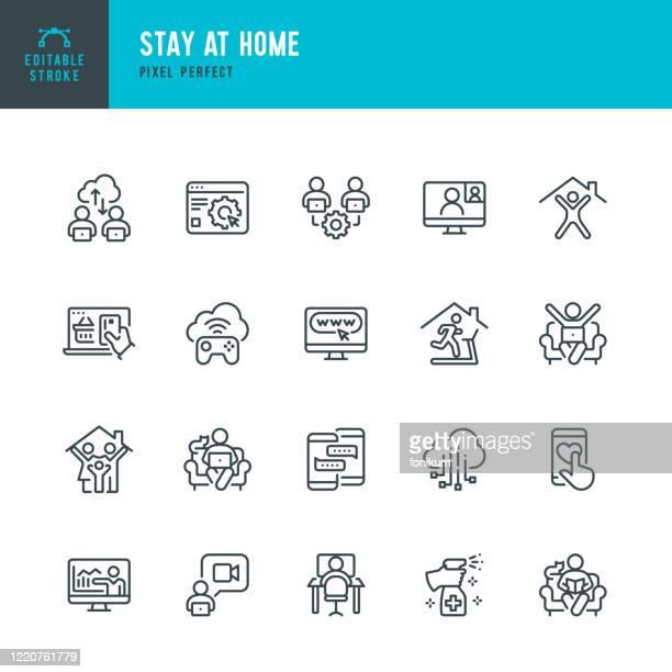 自宅で滞在 - 細線ベクトルアイコンセット。ピクセルパーフェクト。編集可能なストローク。セットにはアイコンが含まれています:自宅に滞在、社会的な離散、検疫、ビデオ会議、自宅で働 - 離れた点のイラスト素材/クリップアート素材/マンガ素材/アイコン素材
