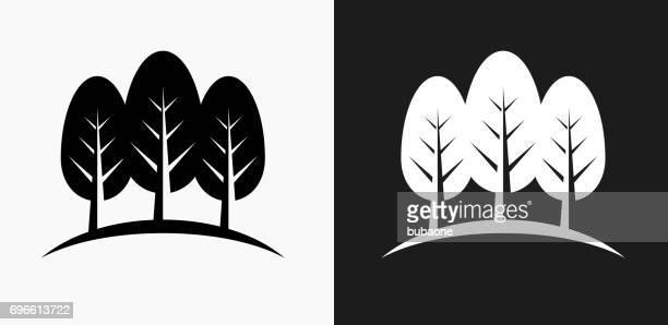 drei bäume symbol auf schwarz-weiß-vektor-hintergründe - panorama stock-grafiken, -clipart, -cartoons und -symbole
