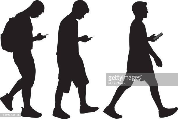 illustrations, cliparts, dessins animés et icônes de trois jeunes hommes avec les téléphones intelligents de marche - jeunes garçons