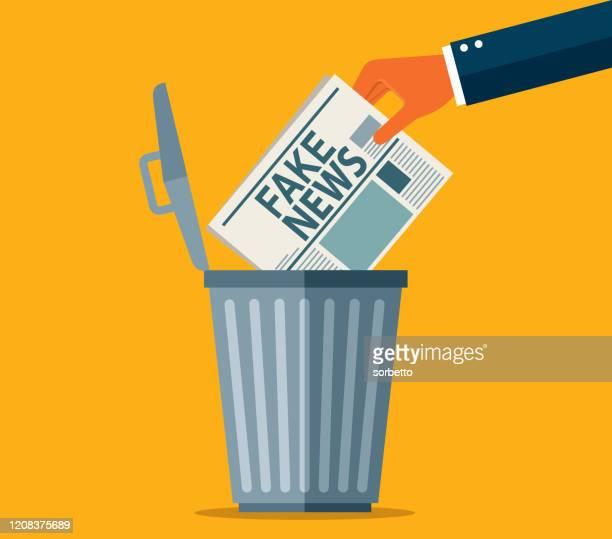 ilustrações, clipart, desenhos animados e ícones de jogue notícias falsas no lixo - fake news