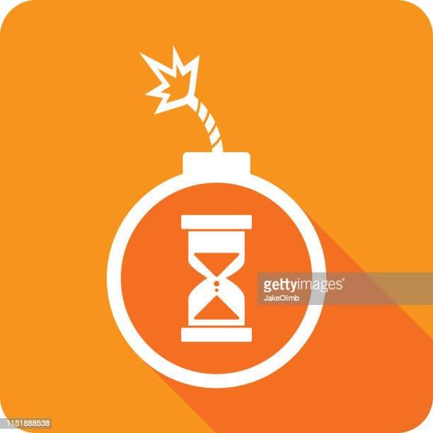 時限爆弾の時間ガラスアイコンシルエット - explosive material点のイラスト素材/クリップアート素材/マンガ素材/アイコン素材