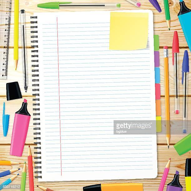 aufsicht auf dem hölzernen schreibtisch mit notebook und büromaterialien - unordentlich stock-grafiken, -clipart, -cartoons und -symbole