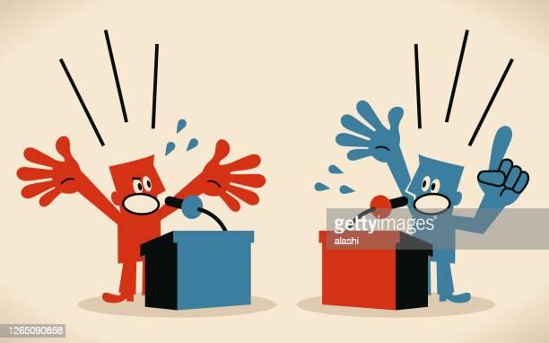 zwei männer debattieren, stehen hinter einem rednerpult, plattform mit mikrofon - nur erwachsene stock-grafiken, -clipart, -cartoons und -symbole