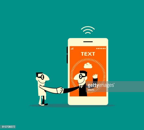 Twee lachende zakenlieden vergadering (groet) met een handdruk, een man binnen een slimme telefoon (mobiele telefoon)