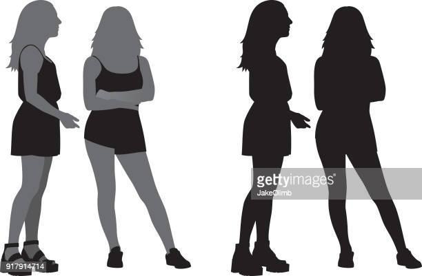 ilustraciones, imágenes clip art, dibujos animados e iconos de stock de dos jóvenes mujeres juntos silueta - encuadre de cuerpo entero