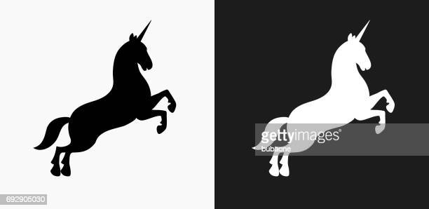 illustrations, cliparts, dessins animés et icônes de icône de la licorne sur noir et blanc vector backgrounds - unicorn