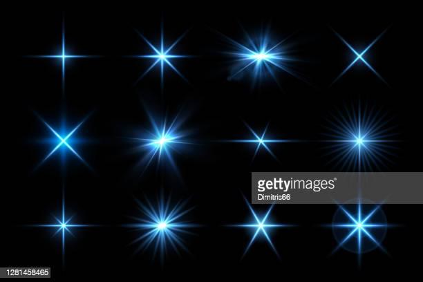 illustrations, cliparts, dessins animés et icônes de collection d'effets lumineux vectoriels. brillance, étincelles, fusée, illustration flash - lumière vive