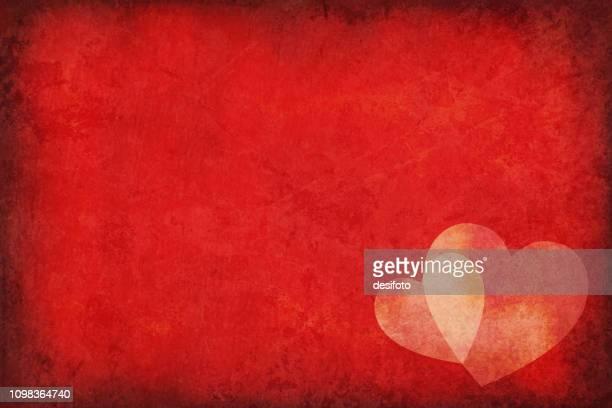 Vektor-Illustration von zwei sich überlappenden Herzen über eine dunkle rote Grunge alte Hintergrund mit textfreiraum für Text