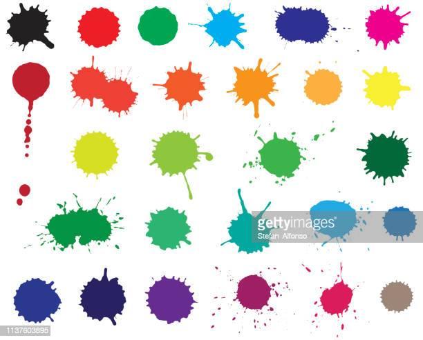 ilustraciones, imágenes clip art, dibujos animados e iconos de stock de conjunto vectorial de blobs en tintas. salpicadura de color aislada sobre fondo blanco - salpicar