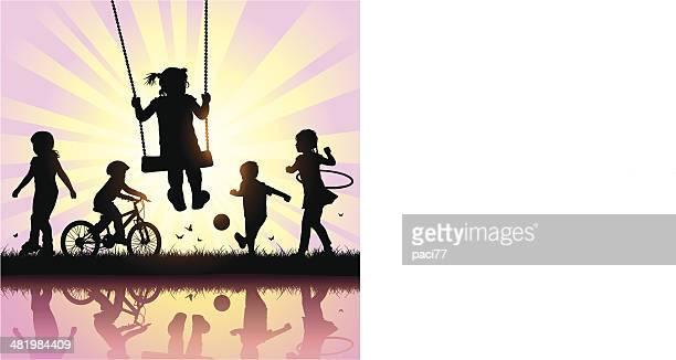 Vektor-Silhouetten der Kinder spielen