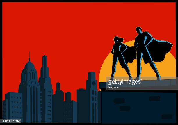 ilustraciones, imágenes clip art, dibujos animados e iconos de stock de vector superhero couple silhouette standing on top of rooftop with skyline background - pareja heterosexual
