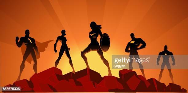 岩の上ベクトル スーパー ヒーロー チームのシルエット - 逆光点のイラスト素材/クリップアート素材/マンガ素材/アイコン素材