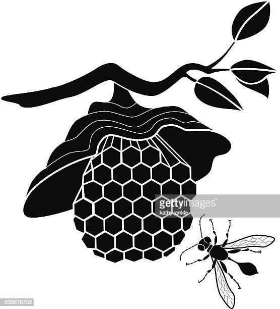 illustrazioni stock, clip art, cartoni animati e icone di tendenza di vettore nido di vespe e vespa volante - nido di vespe