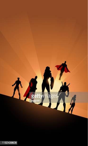 背景に太陽とベクトル女性主導のスーパーヒーローチームのシルエット - 逆光点のイラスト素材/クリップアート素材/マンガ素材/アイコン素材