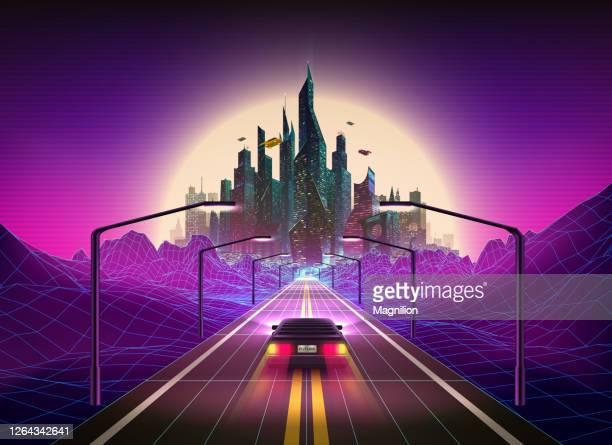 活気に満ちた色は、地平線上の車と未来都市と80年代スタイルのレトロな背景を抽象化します。シンスウェーブ レトロウェーブ アート - 近未来的点のイラスト素材/クリップアート素材/マンガ素材/アイコン素材