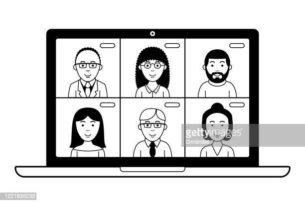 illustrations, cliparts, dessins animés et icônes de vidéoconférence sur un ordinateur portable. - confinement clip art
