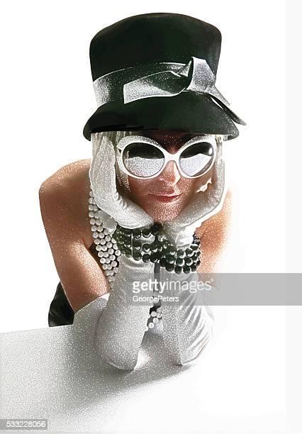 """Retro 60er """" Fashionista Frau mit schmollend Ausdruck"""