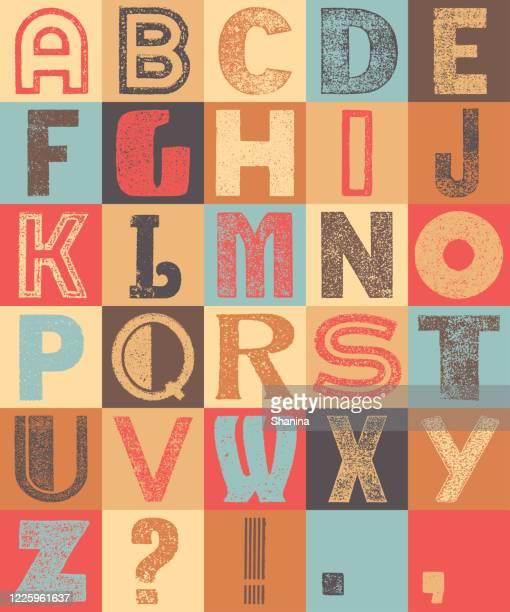 グリッド上のヴィンテージカラフルなアルファベット - アルファベット順点のイラスト素材/クリップアート素材/マンガ素材/アイコン素材