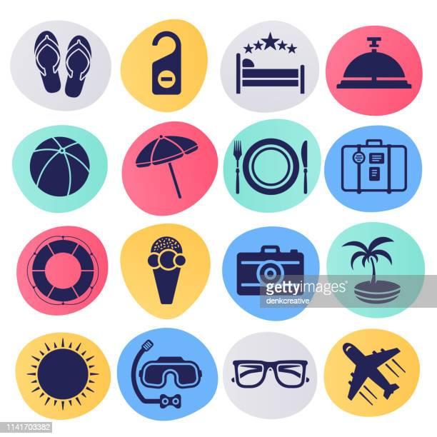 illustrations, cliparts, dessins animés et icônes de week-end voyage et vacances plan liquide style vector icon set - vacances à la mer