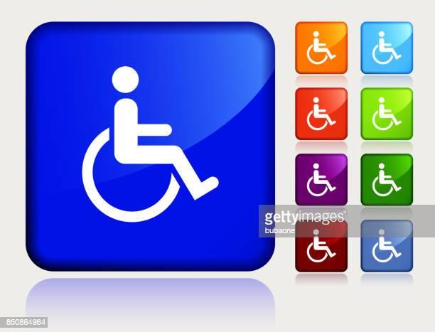 Discapacidad silla de ruedas en el botón de etiqueta azul