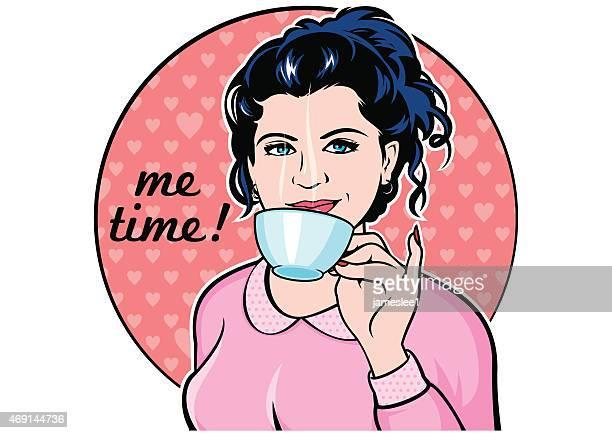 Femme buvant un café